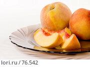 Купить «Кусочки персика», фото № 76542, снято 13 августа 2007 г. (c) Влад Нордвинг / Фотобанк Лори