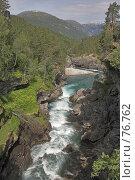 Купить «Река, быстро бегущая между камнями», фото № 76762, снято 20 июля 2006 г. (c) Михаил Лавренов / Фотобанк Лори