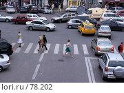 Купить «Пробка на дороге возле пешеходного перехода», фото № 78202, снято 4 июля 2007 г. (c) Сергей Лешков / Фотобанк Лори