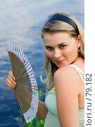 Купить «Молодая девушка с веером на берегу», фото № 79182, снято 2 июля 2007 г. (c) Ильин Сергей / Фотобанк Лори