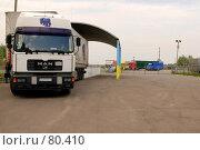 Купить «Грузовой автомобиль на таможенном терминале», фото № 80410, снято 6 сентября 2007 г. (c) Константин Покровский / Фотобанк Лори