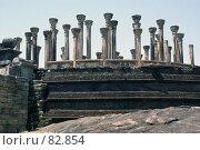 Купить «Стена и колонны», фото № 82854, снято 3 июня 2007 г. (c) Валерий Шанин / Фотобанк Лори