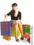 Купить «Девушка с пакетами», фото № 83082, снято 14 мая 2007 г. (c) Андрей Армягов / Фотобанк Лори