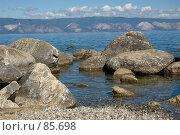 Купить «Берег на острове Ольхон у подножия скалы Шаманка на озере Байкал», фото № 85698, снято 21 августа 2007 г. (c) Виталий Емельянов / Фотобанк Лори