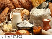 Купить «Свежая выпечка и продукты для её приготовления», фото № 87902, снято 22 сентября 2007 г. (c) Александр Паррус / Фотобанк Лори