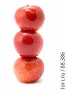 Купить «Пирамида из яблок», фото № 88386, снято 26 мая 2018 г. (c) Угоренков Александр / Фотобанк Лори