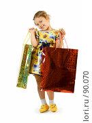 Купить «Маленькая девочка с подарочными пакетами», фото № 90070, снято 16 июля 2007 г. (c) Вадим Пономаренко / Фотобанк Лори