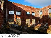 Купить «Здание без крыши у горы Ниттис», фото № 90574, снято 27 сентября 2007 г. (c) Валерий Александрович / Фотобанк Лори