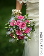 Купить «Свадебный букет из роз в руках невесты», фото № 92094, снято 29 сентября 2007 г. (c) Морозова Татьяна / Фотобанк Лори