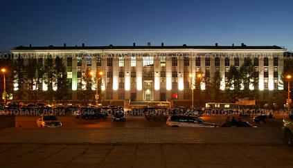 Купить «Пермский Государственный Технический Университет, главный корпус», фото № 92646, снято 4 октября 2007 г. (c) Владимир Власов / Фотобанк Лори