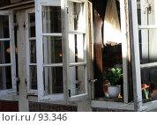 Купить «Уютные окошечки», фото № 93346, снято 15 апреля 2007 г. (c) Екатерина Соловьева / Фотобанк Лори