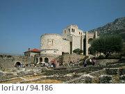 Купить «Музей Скандербега  в легендарной крепоcти на вершине горы города Круя, Албания», фото № 94186, снято 30 августа 2007 г. (c) Fro / Фотобанк Лори