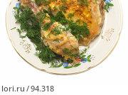 Купить «Зажаренный цыпленок на тарелке, украшенный зеленью укропа», фото № 94318, снято 30 сентября 2007 г. (c) Ольга Красавина / Фотобанк Лори