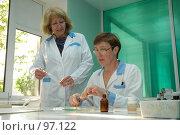 Купить «Лабораторные исследования», фото № 97122, снято 31 мая 2005 г. (c) Владимир Власов / Фотобанк Лори