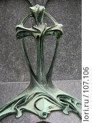 Купить «Литой бронзовый крест в стиле модерн на могиле кладбища Пер Лашез в Париже, Франция», фото № 107106, снято 26 февраля 2006 г. (c) Harry / Фотобанк Лори