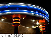 Купить «Неоновые огни над входом в клуб», фото № 108910, снято 2 ноября 2007 г. (c) Вадим Пономаренко / Фотобанк Лори