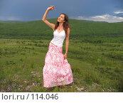 Девушка в длинной юбке. Стоковое фото, фотограф A.Козырева / Фотобанк Лори