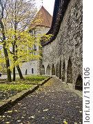 Купить «Парк у средневековых стен», фото № 115106, снято 25 мая 2018 г. (c) Игорь Соколов / Фотобанк Лори