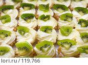 Купить «Пирожные с киви», фото № 119766, снято 12 декабря 2006 г. (c) Сергей Старуш / Фотобанк Лори