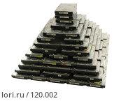 Купить «Пирамида из жёстких дисков на белом фоне», фото № 120002, снято 18 ноября 2018 г. (c) Олег Крутов / Фотобанк Лори