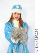 Купить «Снегурочка с новогодней мишурой», фото № 120214, снято 11 ноября 2007 г. (c) Евгений Батраков / Фотобанк Лори