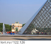 Париж. Лувр. Пирамида.Фрагмент. (2007 год). Редакционное фото, фотограф Виктор Тараканов / Фотобанк Лори