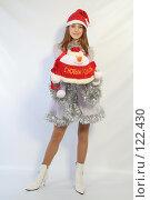 Купить «Девушка с новогодним подарком», фото № 122430, снято 11 ноября 2007 г. (c) Евгений Батраков / Фотобанк Лори