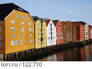 Купить «Норвегия, город Трондхейм, дома на сваях», фото № 122710, снято 22 марта 2007 г. (c) Ирина Крамарская / Фотобанк Лори