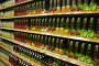 Соки на полках супермаркета, фото № 123002, снято 19 марта 2006 г. (c) Losevsky Pavel / Фотобанк Лори