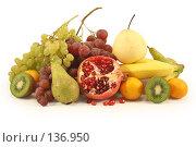Купить «Различные фрукты на белом фоне», фото № 136950, снято 1 декабря 2007 г. (c) Елена Блохина / Фотобанк Лори