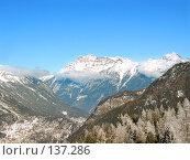 Купить «Пейзаж - заснеженные горы, облака и лес на склоне», фото № 137286, снято 19 августа 2019 г. (c) Fro / Фотобанк Лори