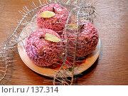 Купить «Новогодние украшения, мишура и разноцветные игрушки», фото № 137314, снято 4 декабря 2007 г. (c) Parmenov Pavel / Фотобанк Лори