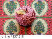 Купить «Стеклянное яблоко», фото № 137318, снято 4 декабря 2007 г. (c) Parmenov Pavel / Фотобанк Лори