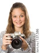 Купить «Девушка фотограф», фото № 137586, снято 5 ноября 2007 г. (c) Вадим Пономаренко / Фотобанк Лори