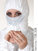 Купить «Доктор держит шприц», фото № 138338, снято 8 декабря 2006 г. (c) Serg Zastavkin / Фотобанк Лори