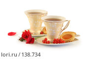 Купить «Две чашки чая, печенье и роза на белом фоне», фото № 138734, снято 27 июня 2007 г. (c) Елена Блохина / Фотобанк Лори