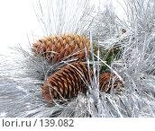 Купить «Ветка, шишки, мишура», фото № 139082, снято 30 октября 2007 г. (c) Иван / Фотобанк Лори