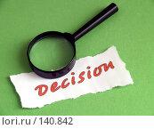 Решение, лупа на зеленом. Стоковое фото, фотограф Каминский Константин / Фотобанк Лори