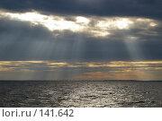 Купить «Лучи солнца на закате», фото № 141642, снято 7 июля 2007 г. (c) Михаил Мозжухин / Фотобанк Лори