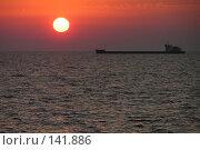 Купить «Корабль на закате», фото № 141886, снято 6 августа 2006 г. (c) Михаил Мозжухин / Фотобанк Лори