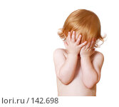 Купить «Ребенок на белом фоне», фото № 142698, снято 12 июля 2007 г. (c) Майя Крученкова / Фотобанк Лори