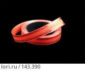 Купить «Красная упаковочная лента на черном фоне», фото № 143390, снято 16 ноября 2007 г. (c) Антон Перегрузкин / Фотобанк Лори