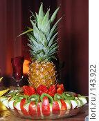 Купить «Ананас на праздничном столе», фото № 143922, снято 8 декабря 2007 г. (c) Игорь Муртазин / Фотобанк Лори