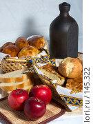 Купить «Натюрморт с выпечкой, яблоками и глиняным сосудом», фото № 145322, снято 20 октября 2007 г. (c) Петухов Геннадий / Фотобанк Лори