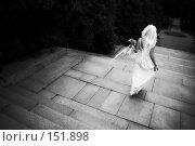 Купить «Невеста уходящая вдаль», фото № 151898, снято 6 июля 2007 г. (c) Кирилл Николаев / Фотобанк Лори