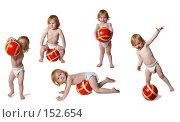 Купить «Ребёнок с мячом на белом фоне», фото № 152654, снято 19 марта 2019 г. (c) Майя Крученкова / Фотобанк Лори