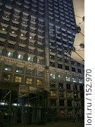 Купить «Изнутри Арки Дефанса. Вход в небоскреб и деталь вантовой конструкции лифта на крышу арки», фото № 152970, снято 28 февраля 2006 г. (c) Harry / Фотобанк Лори