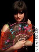 Купить «Девушка с веером в руке на черном фоне», фото № 153530, снято 4 мая 2007 г. (c) Александр Паррус / Фотобанк Лори