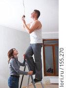 Купить «Девушка  подает мужчине на стремянке лампочку», фото № 155270, снято 5 декабря 2007 г. (c) Ирина Мойсеева / Фотобанк Лори