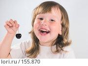 Купить «Девочка с вишней», фото № 155870, снято 10 июля 2007 г. (c) Ольга Сапегина / Фотобанк Лори